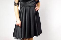 Sukienka szyta na miarę, w sam raz na studniówkę lub bal karnawałowy.