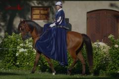Suknia historyczna do jady konnej