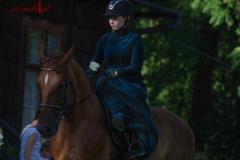 Suknia historyczna do jazdy konnej
