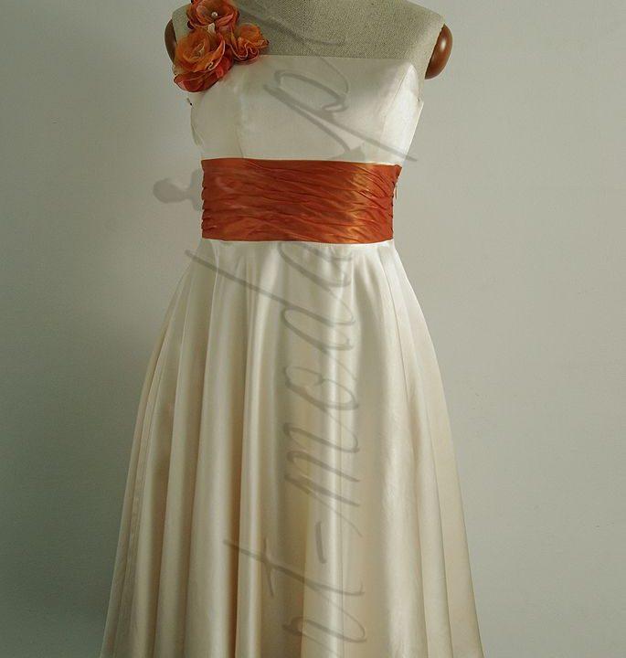 Jedwabna sukienka z pomarańczowym kwiatem