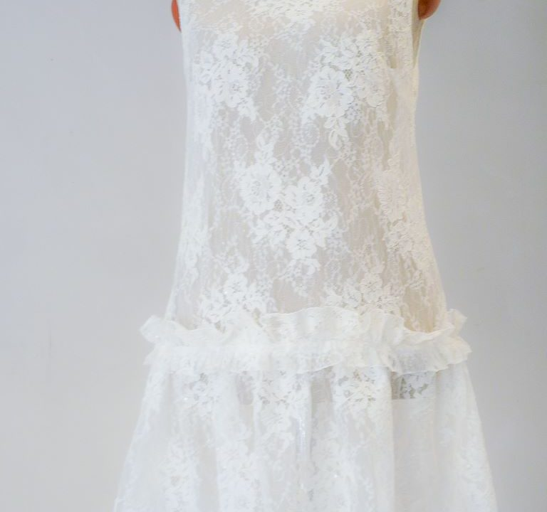 Sukienka z koronki - mgiełka