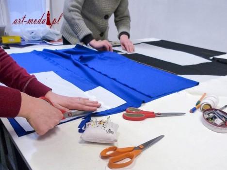 zdjęcie z krusu kroju i szycia Art-Moda - krój ubrania