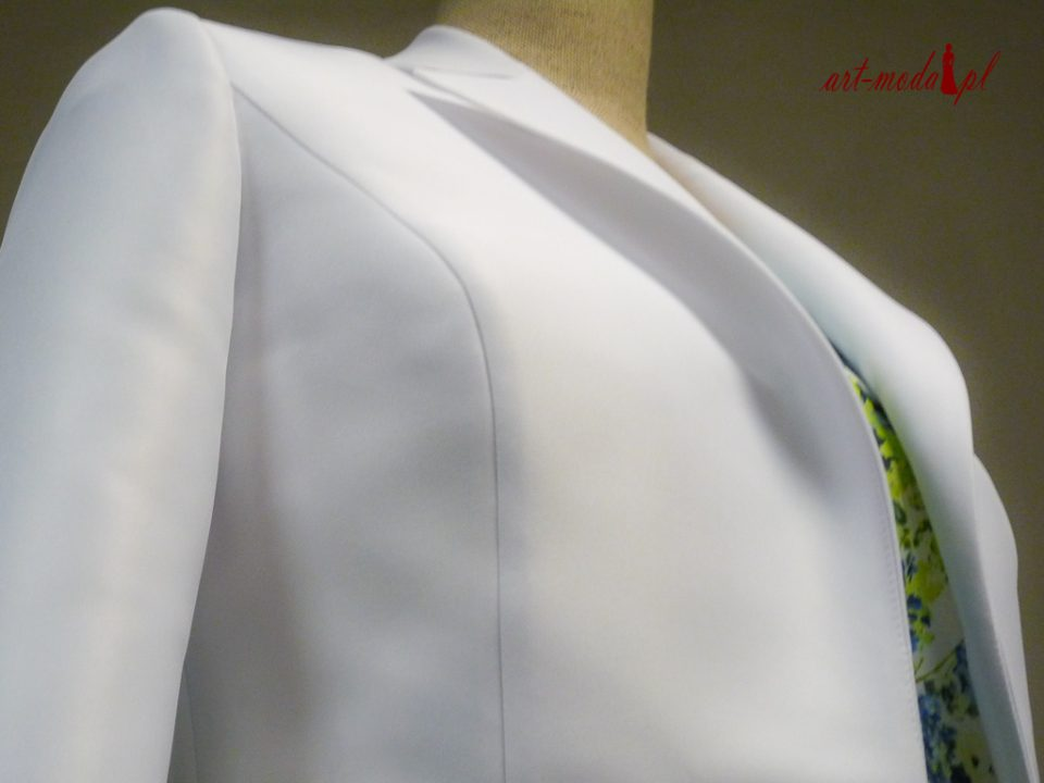 Biały klasyczny żakiet do sukienki